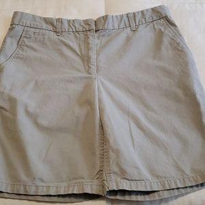 💚5/$25💚Gap boyfriend roll up gray khaki shorts